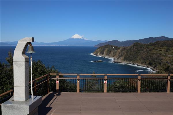富士山と駿河湾を一望する恋愛パワースポット♡「恋人岬」